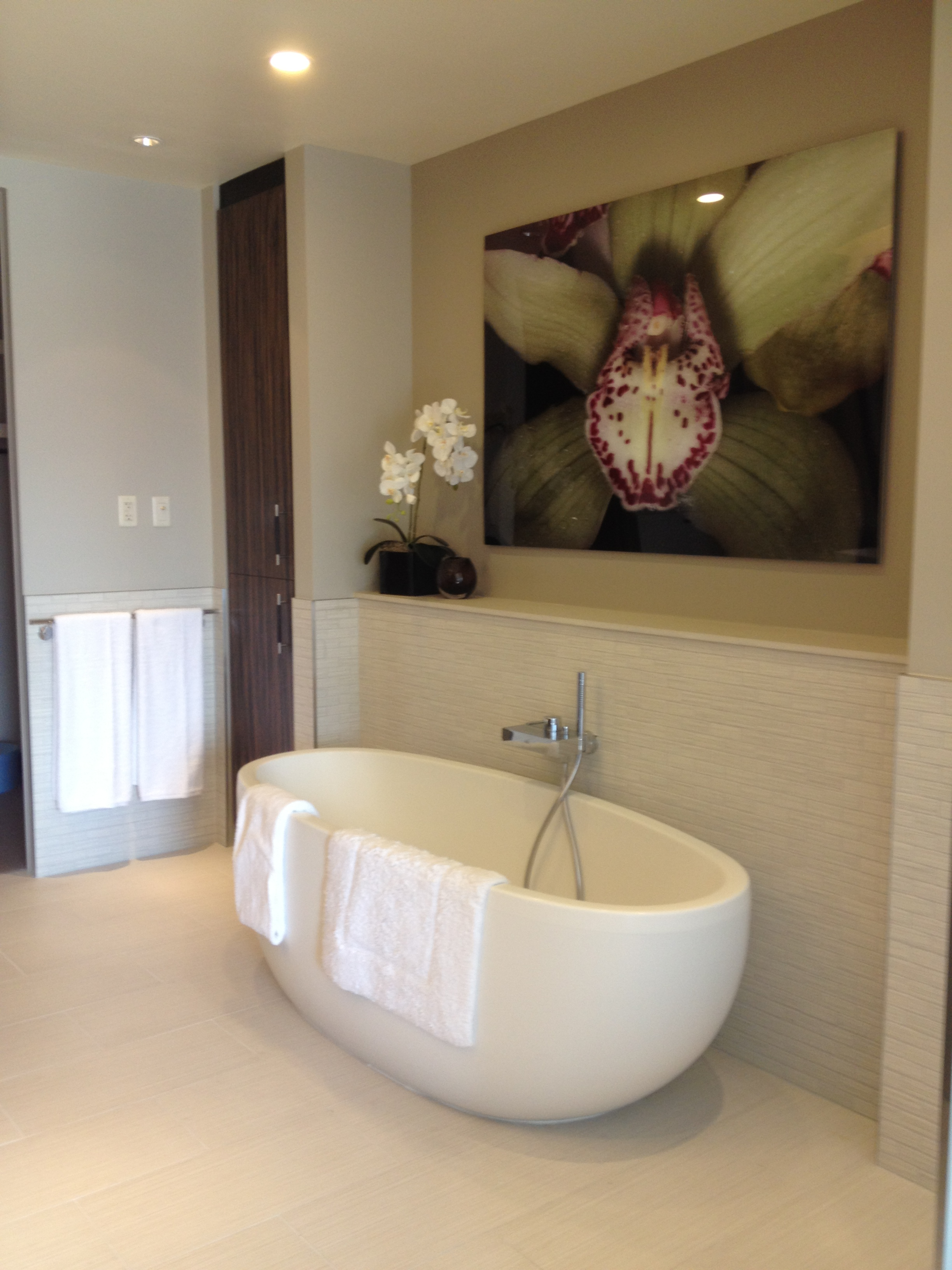 Mandarin Condos Las Vegas - The Mandarin Oriental 1 bedroom Bath tub